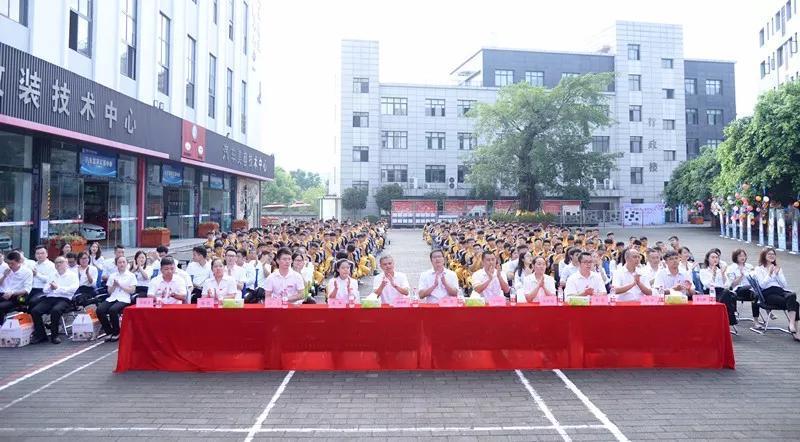 教师节,重庆万通致敬最美园丁!