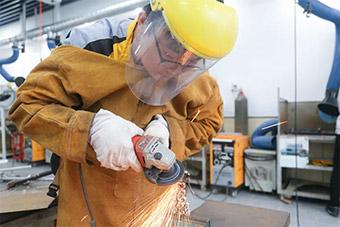 短期学什么技术发展好、工资高?焊接!